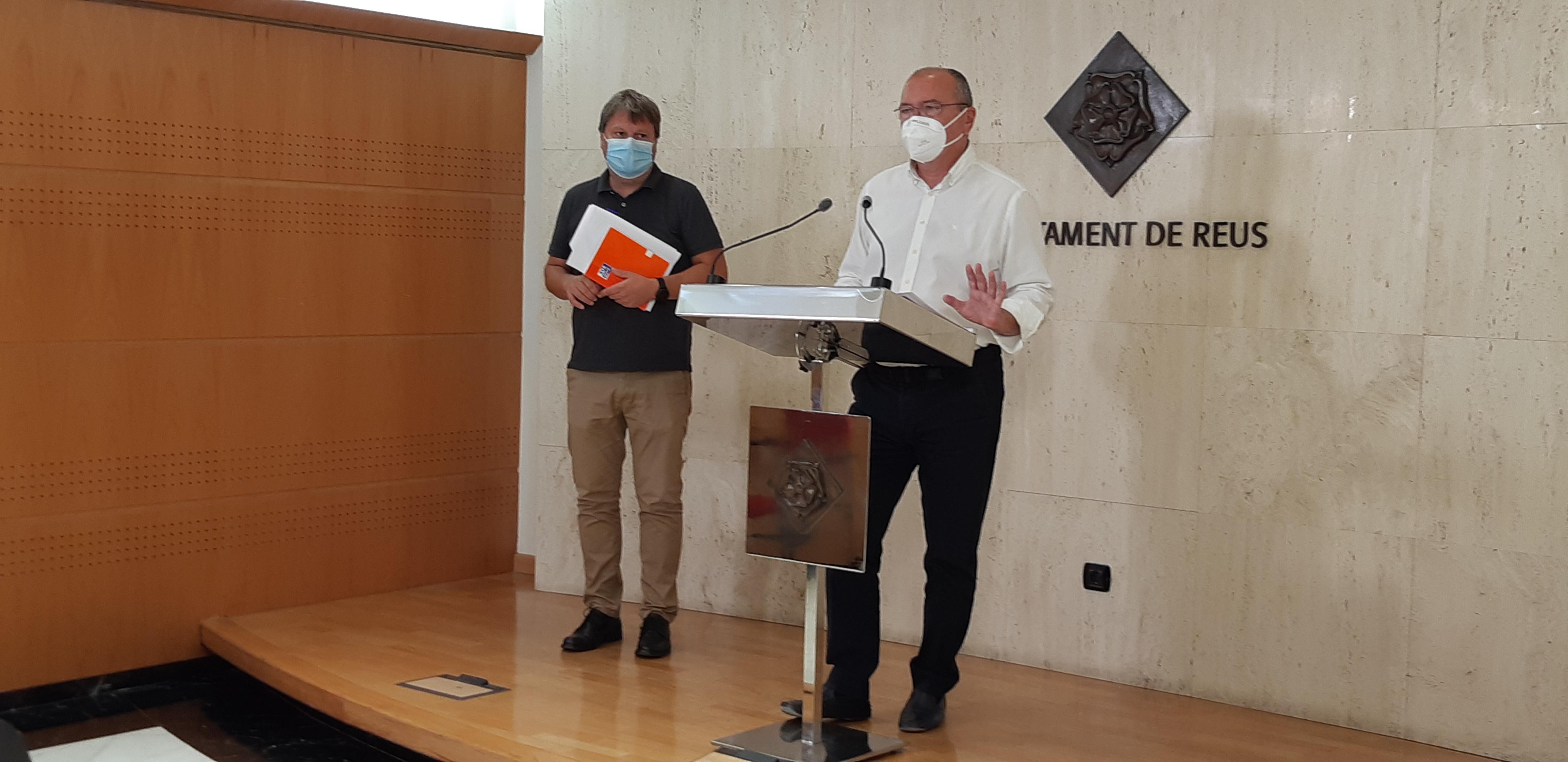 L'alcalde de Reus, Carles Pellicer; i el regidor de Salut i Ciutadania, Òscar Subirats, han demanat a la ciutadania de Reus que mantingu...