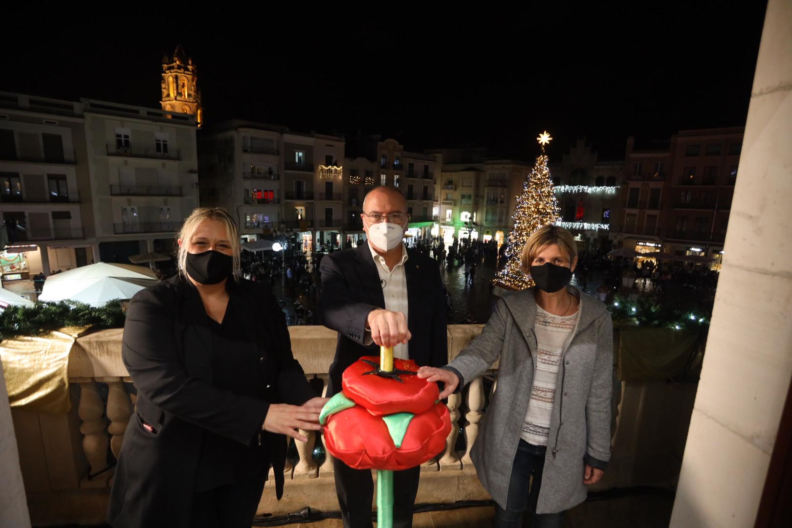 L'Alcalde de Reus, Carles Pellicer; la Vicealcaldessa, Noemí Llauradó, i la regidora de Promoció de Ciutat, Montserrat Caelles, han apre...