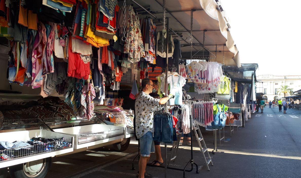 Les restriccions sanitàries per la COVID-19 van aturar els mercats ambulants els caps de setmana just després de Reis. Aquesta setmana, l...
