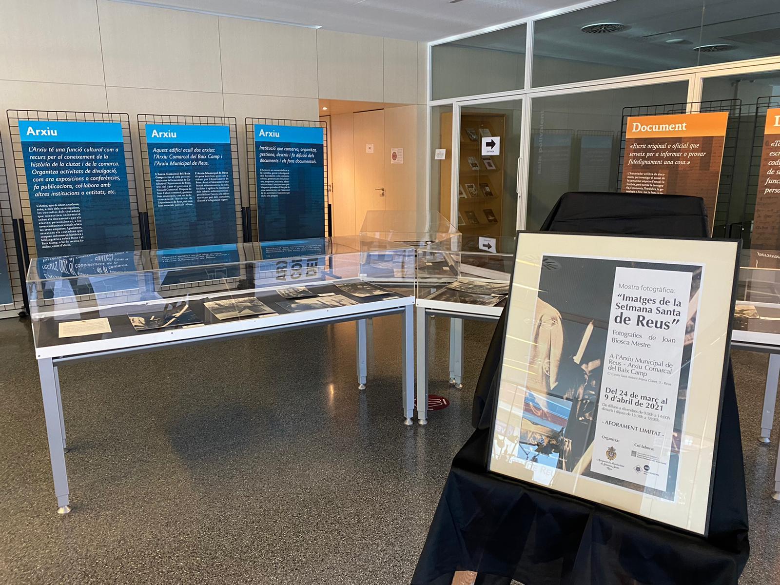 L'Agrupació d'Associacions de la Setmana Santa de Reus ha organitzat una mostra fotogràfica de la Setmana Santa reusenca a l'Arxiu Munici...