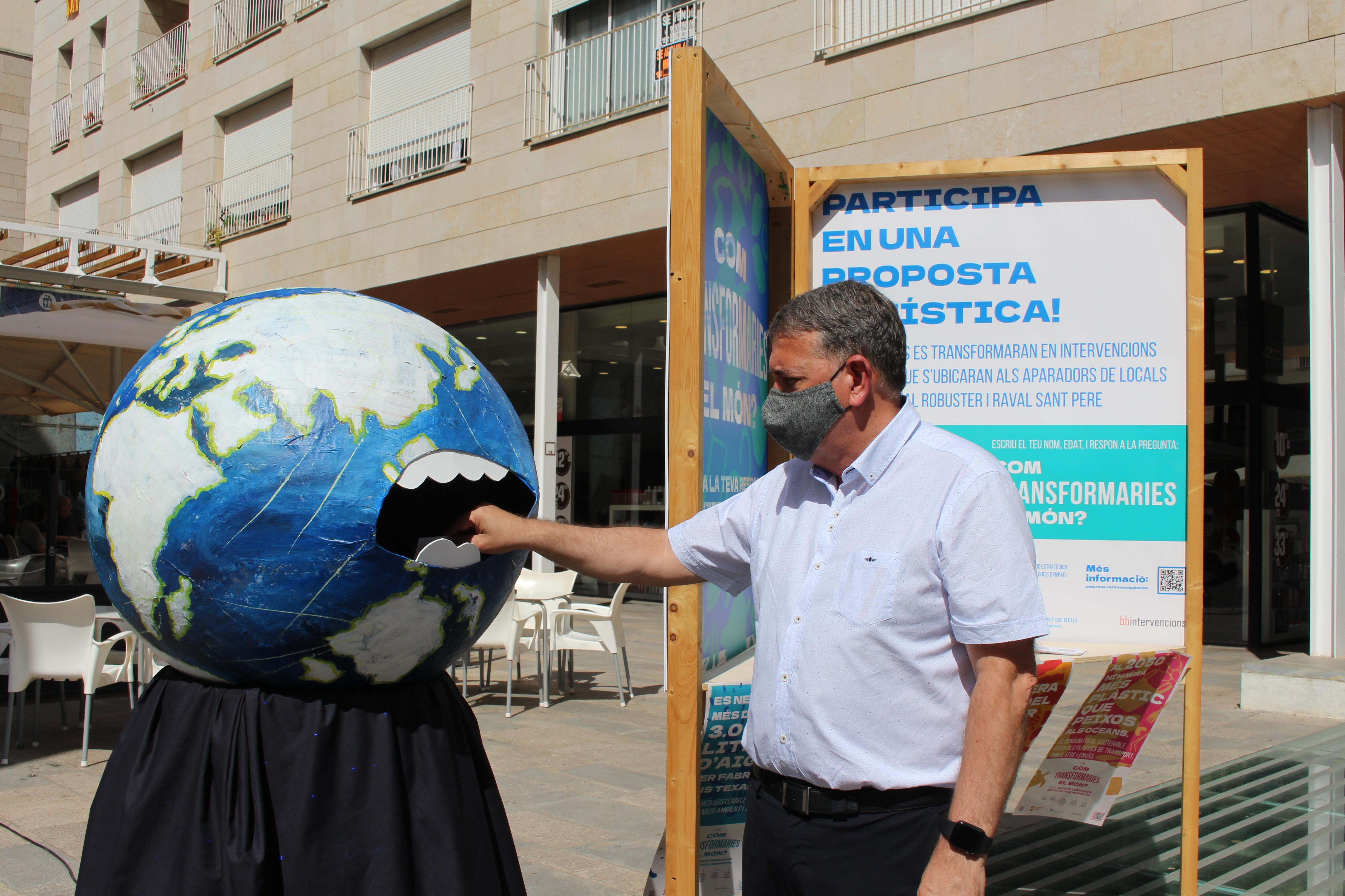 """La regidoria d'Empresa i Ocupació posa punt i final a la campanya participativa """"Com transformaries el món?"""", emmarcada en el project..."""