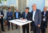 Imatge de la signatura de l'acord entre Reus i Tarragona pels Jocs Mediterranis 2018