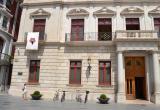 Imatge bandera ciutat crespó negre balcó Ajuntament de Reus aniversari atemptats Barcelona i Cambrils