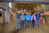 Imatge visita regidora Vilella als paradistes del Mercat del Camp que col·laboren amb el Programa de Gestió Alimentària de Re