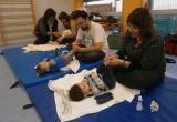 Foto del taller de reflexologia podal del programa Família i Ciutat