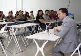 Foto de la roda de premsa amb els alumnes de la Casa d'Oficis