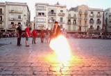 El pregoner Xavier Graset encèn la primera Tronada de Festa Major