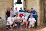 L'alcalde amb els membres de la Jove Cambra i de Bravium Teatre al Campanar de la Prioral