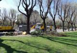 Treballs de jardineria de les Brigades Municipals al parc de Sant Jordi