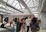 Visita dels alumnes de l'Escola d'Art i Disseny al Centre Social El Roser