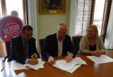 Signatura del conveni entre l'Ajuntament i