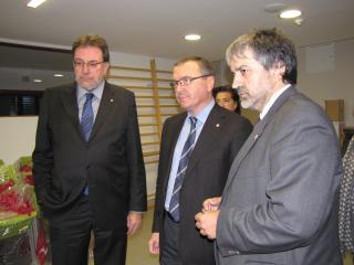 Josep LLuís Cleries, Carles Pellicer i Joaquim Nin, durant la visita a la residència.