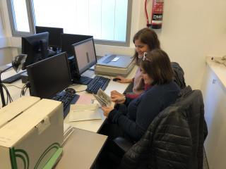 La Marta i l'Anna a l'Arxiu Municipal