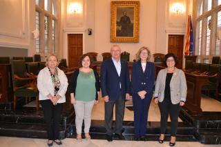 Imatge de la trobada de l'alcalde i diverses regidores amb la presidenta d'Unicef Catalunya a l'Ajuntament de Reus
