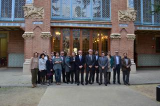 Imatge de família de la trobada entre els ajuntaments de Reus i Tarragona a l'Institut Pere Mata de Reus