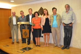 La regidora Vilella, amb els representants de les institucions col·laboradores