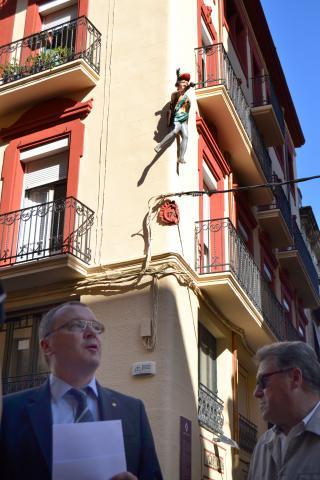 L'Ajuntament instal·la una rèpica del «Jueu del raval» al seu lloc originari