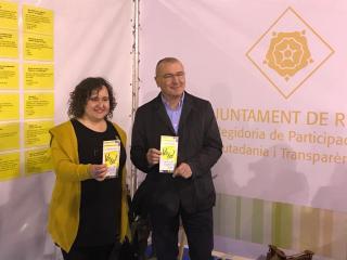 Imatge de l'alcalde i la regidora de Participació, Ciutadania i Transparència al darrer Parc de Nadal