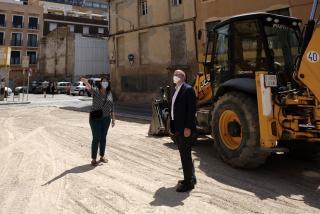 Carles Pellicer i Marina Berasategui a les obres de la zona blava del Carme