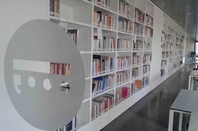 Interior de la Biblioteca Pere Anguera