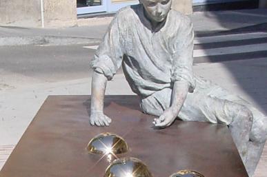 Escultura Gaudí nen