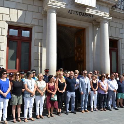 Accedeix a Imatge acte rebuig atemptats plaça Mercadal Reus