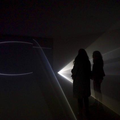 Accedeix a Imatge videoinstal·lació Anthony McCall Sala Quatre Museu de Reus expo Beep art electrònic