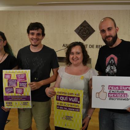 Accedeix a Imatge de la regidora Montserrat Flores amb els representants de la Coordinadora de Barraques