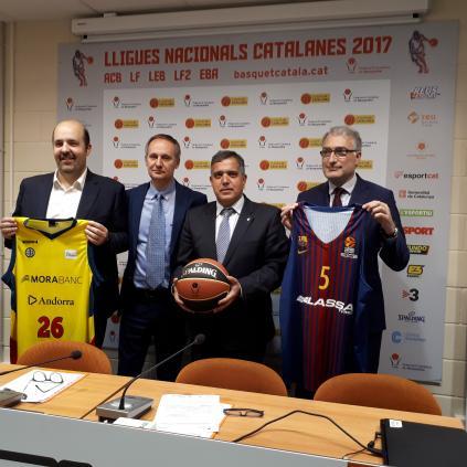 Accedeix a Imatge de la presentació de la Final, amb el regidor Cervera, el vicepresident de la Federació i els representants dels clubs