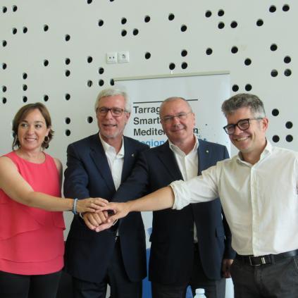 Accedeix a Els alcaldes de Reus i Tarragona, amb els regidors Arza i Floría
