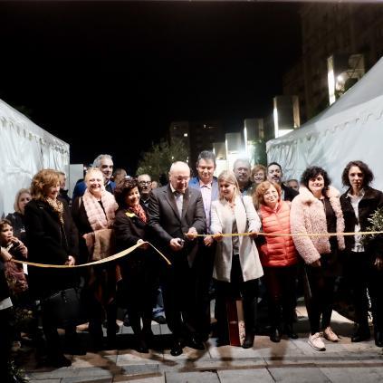 Accedeix a L'alcalde en el moment d'inaugurar la Festa de l'Oli