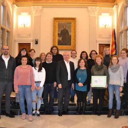 Accedeix a Foto de grup dels instituts que han rebut els diplomes Xarxa per a la Igualtat de Gènere