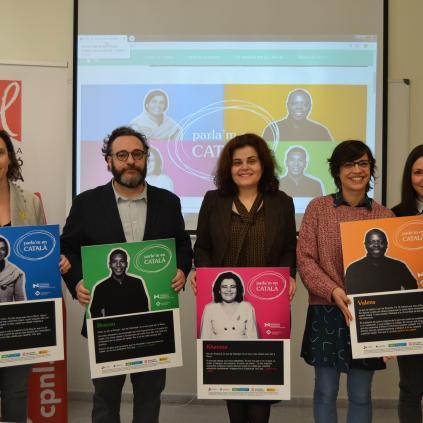 """Accedeix a Foto de grup presentació campanya """"Parla'm en català"""""""