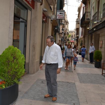 Accedeix a Imatge noves jardineres carrer Galera
