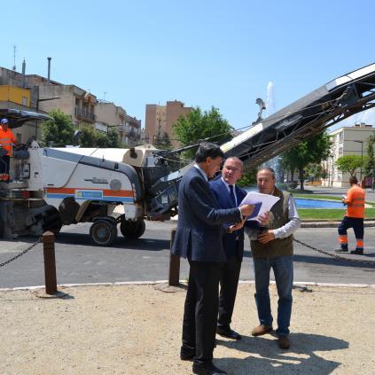 Accedeix a Imatge presentació millores passeig Mata, amb l'alcalde, el regidor de Seguretat i el regidor de Via Pública