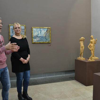 Accedeix a Marc Ferran i Montserrat Caelles al costat de pintures de Mir cedides pel MNAC i escultures de Modest Gené
