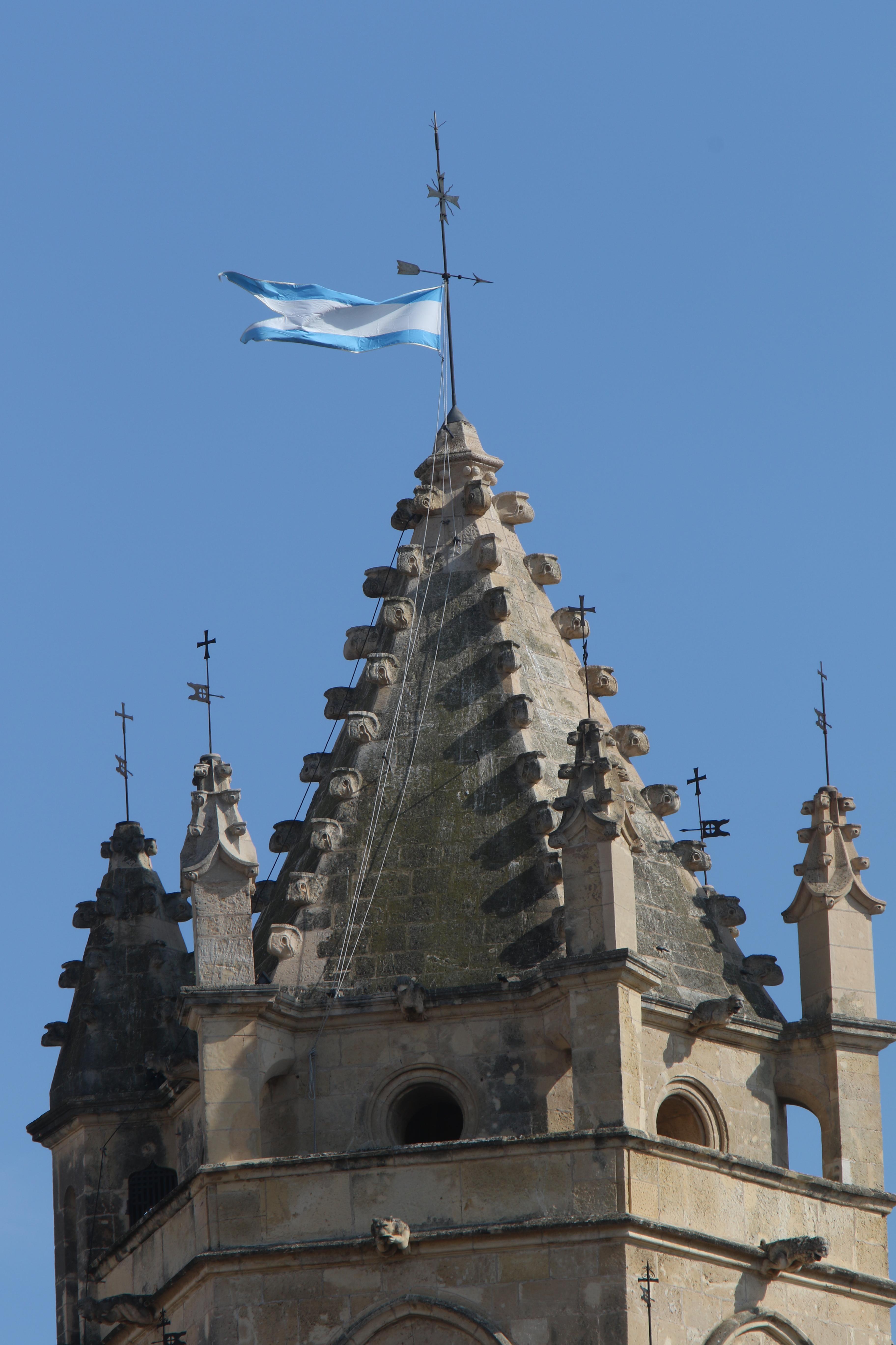 Hissada de la bandera mariana