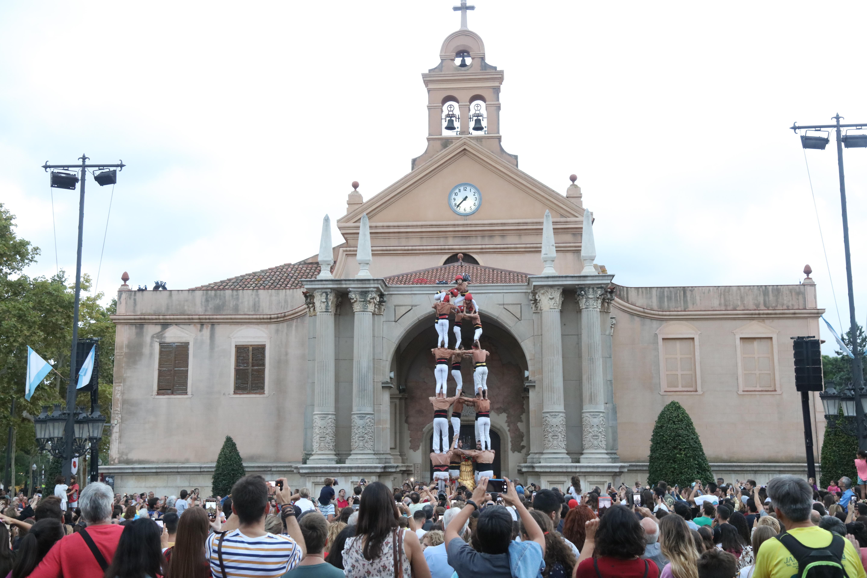 Actuació castellera, ball solemne curt de l'Àliga i cantada dels goigs