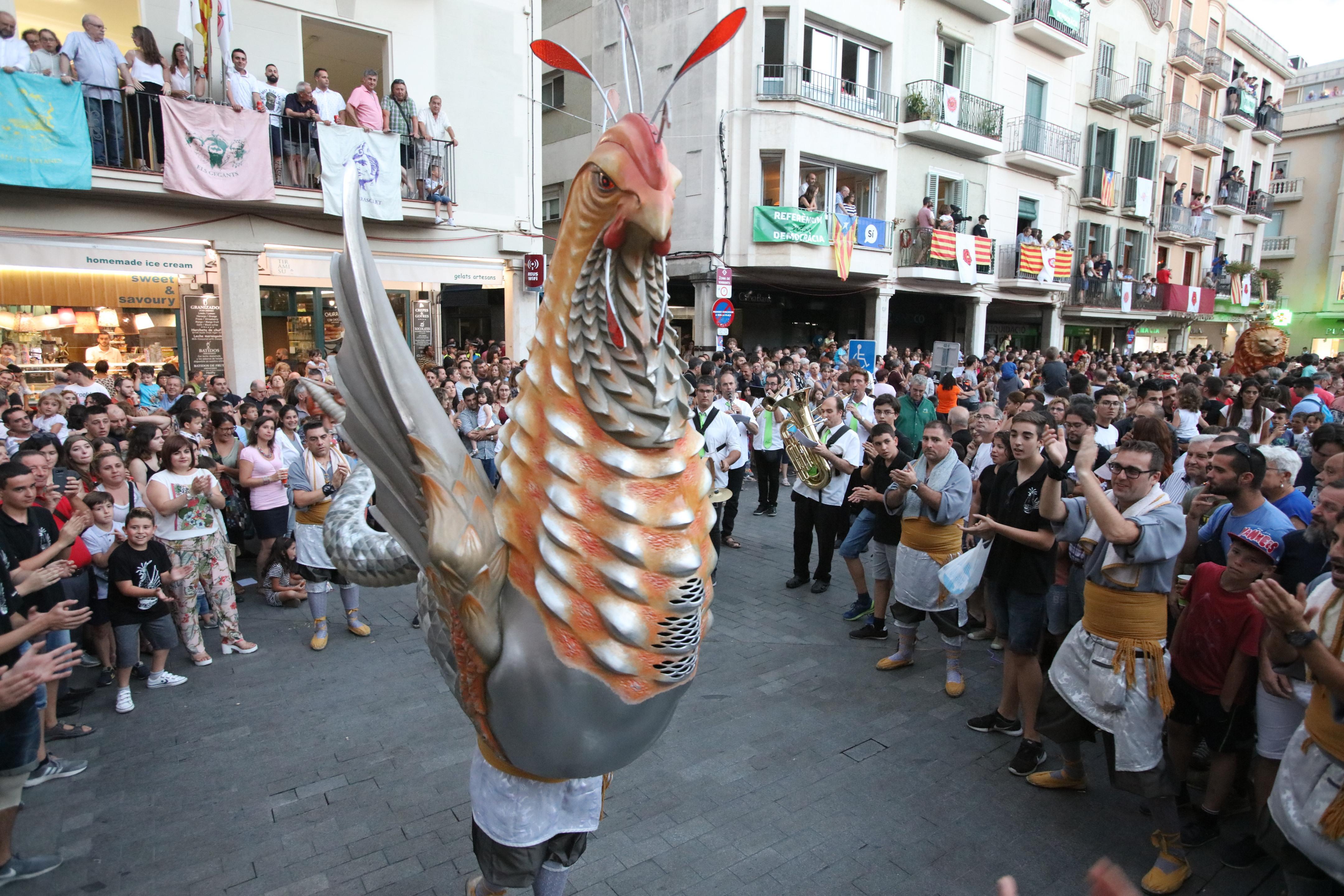 Sant Pere 2021: passada de grups festius de la ciutat