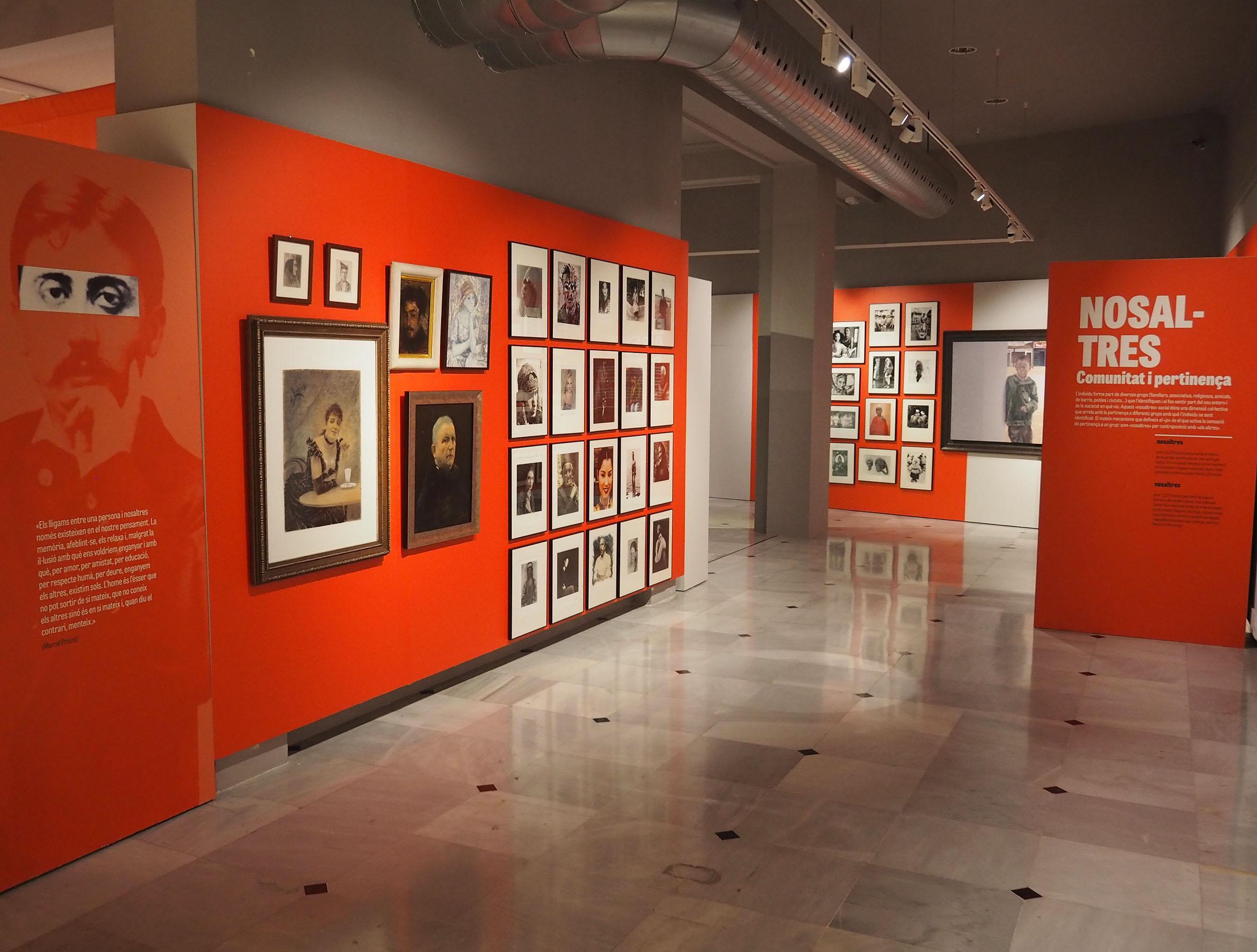 DIM21 Visita comentada a l'exposició 'Mirant l'altre, la imatge de la diversitat'