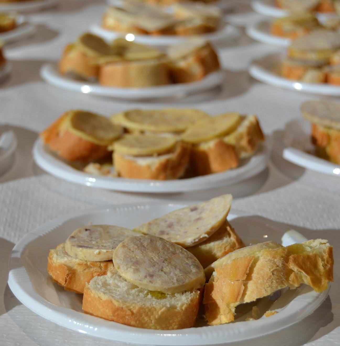 L'esmorzar amb botifarra d'ou del Dijous Gras al Mercat Central
