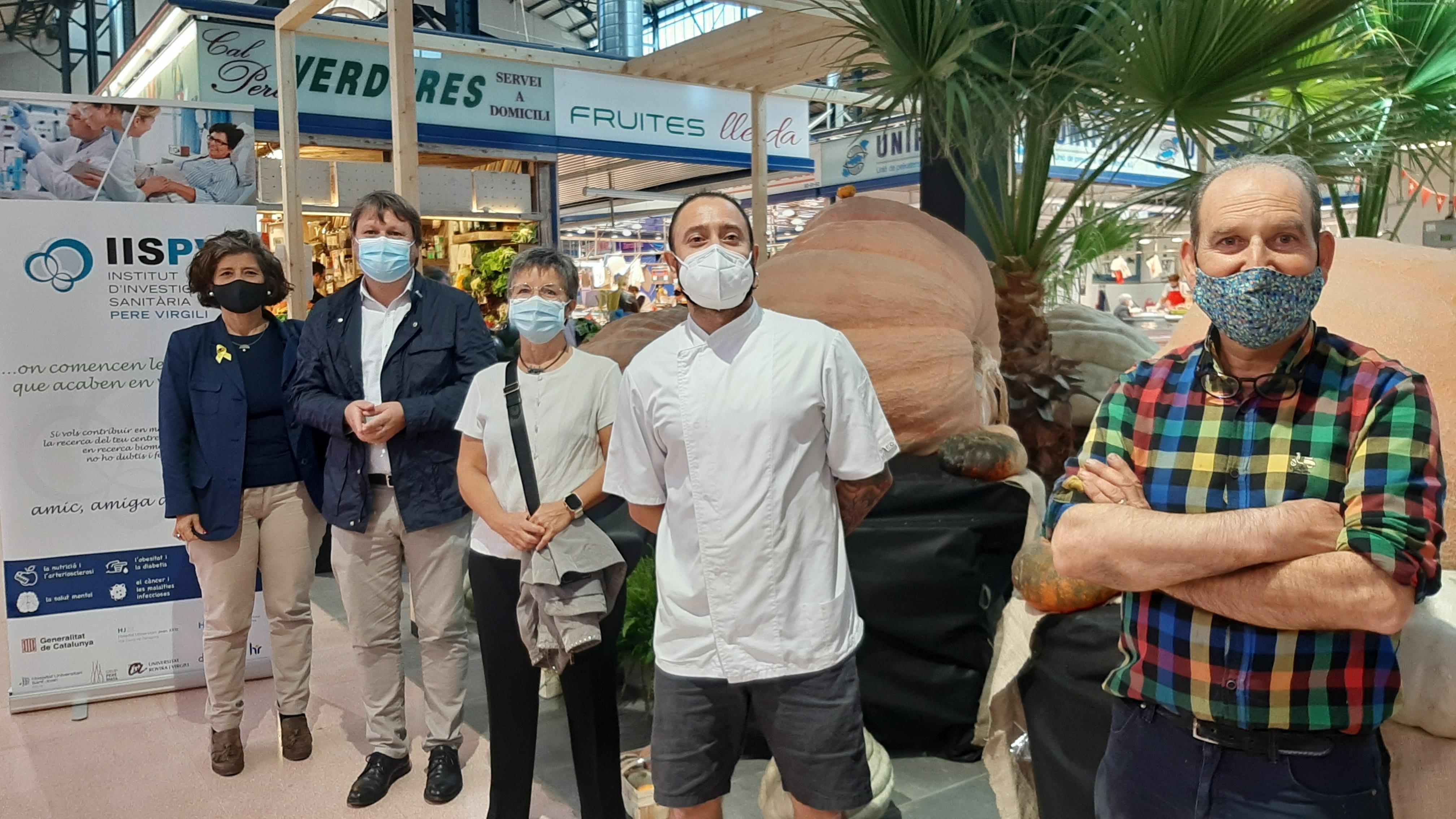 Exposició solidària de carbasses gegants al Mercat Central