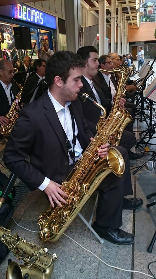 CICLE MÚSICA ALS BARRIS - Jazz-swing amb Sax Ars Band al barri NilogaE