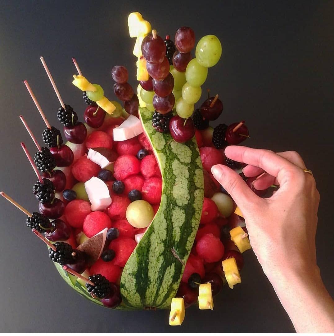 Demostració d'Art de Fruita al Mercat del Carrilet