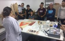 Anna Ferran explicant tècniques bàsiques de restauració