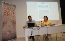 Joan Pérez i Montserrat Flores durant l'acte de presentació del llibre