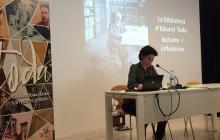 Jordina Toda durant la conferència a l'Arxiu de Reus sobre la Biblioteca d'Eduard Toda
