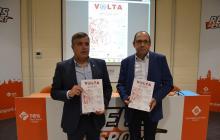 El regidor Jordi Cervera (esq.) i el director de la Volta, Carles Ferran