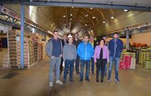 Imatge visita regidora Vilella als paradistes del Mercat del Camp que col·laboren amb el Programa de Gestió Alimentària de Reus
