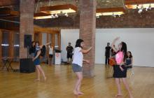 Actuació dels alumnes del camp de treball art, música i moviment